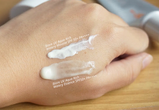 Biore-Sarasara-UV-Aqua-Rich-Watery-Essence-Sunscreen-1